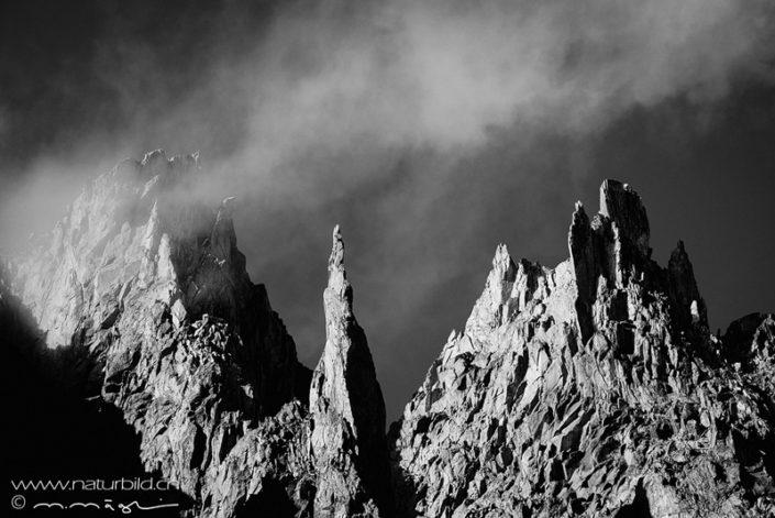 Bergspitzen Gerenpass Schwarzweiss