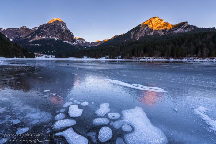Glarus Obersee gefroren