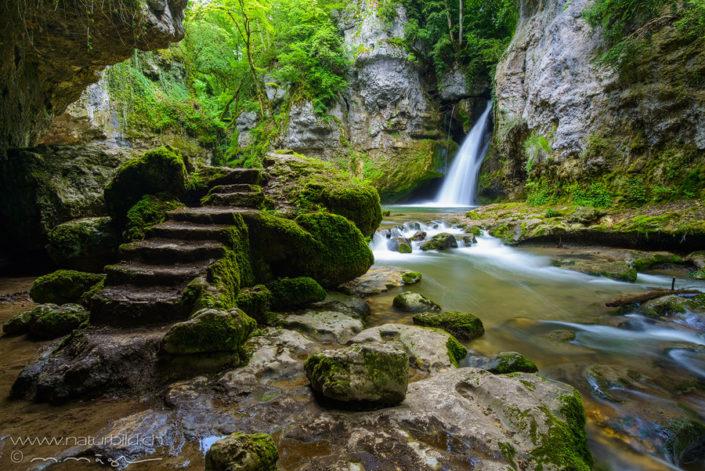 Tine de Conflens Wasserfall Treppe