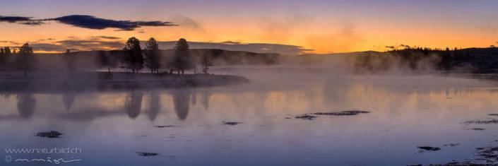 Panorama Yellowstone Morgenstimmung Nebelschwaden