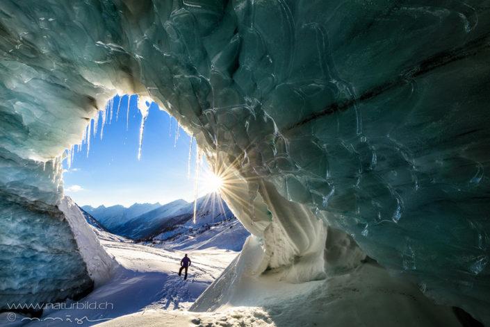 Schweiz Loetschental Eishöhle