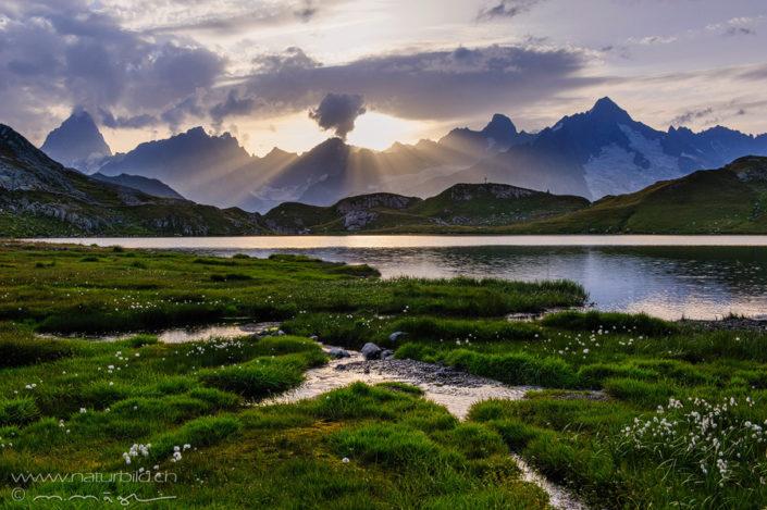 Lacs de fenetre Sonnenstrahlen Bergsee