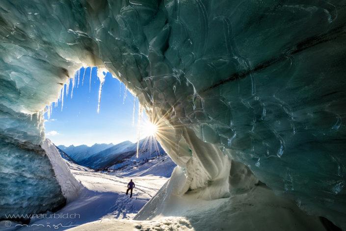 Loetschental Wallis Gletscherhoehle