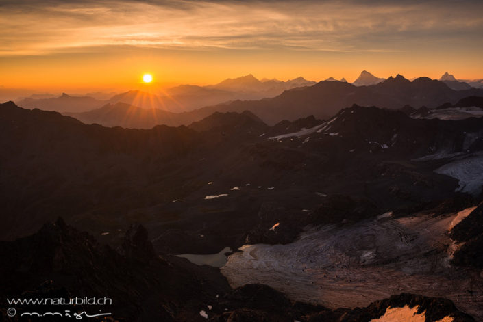 Montfort Sonnenuntergang Bergpanorama