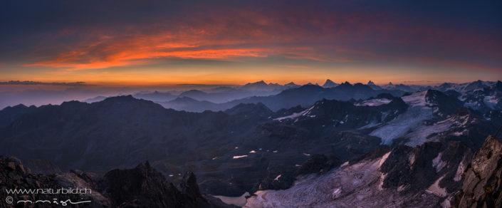 Panorama Montfort Berge Abendrot