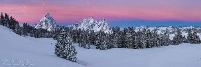 Panorama Alpthal Winterlandschaft Abendrot
