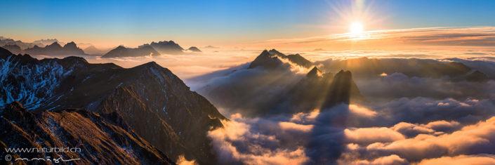 Bergpanorama Kaiseregg Sonnenstrahlen Nebelmeer
