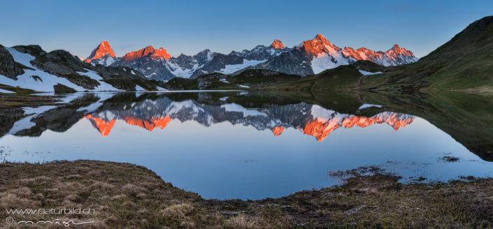 Panorama Lacs de Fenetre Seepiegelung Berggluehen