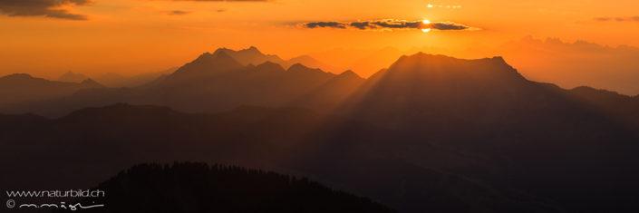 Panorama Sonnenstrahlen Bergekette
